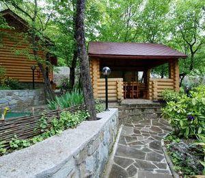 Гостиница в лесу.